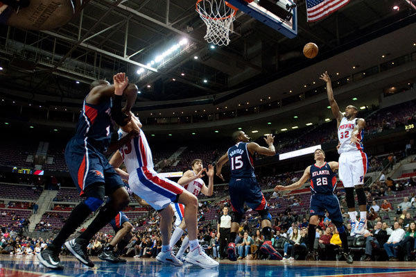 Detroit Pistons small forward Khris Middleton (32) shoots during the fourth quarter against the Atlanta Hawks at The Palace. Atlanta won 114-103.