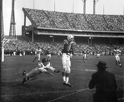 Sun archives: Baltimore Colts photos - Berry catches touchdown from Unitas