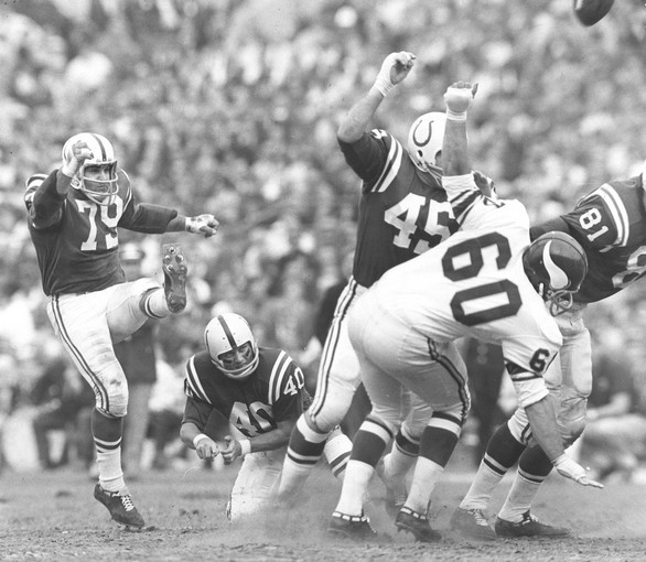 Sun archives: Baltimore Colts photos - Lou Michaels