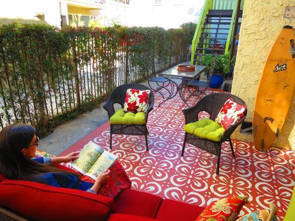 Designers At Design Vidal Created An Outdoor Carpet At This East Hollywood  Apartment Complex Using A