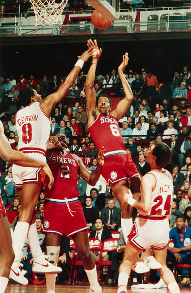 Sixers Julius Erving (6) shoots above Bulls player Gervin (8) during game action January 18, 1987, in Chicago. (Tribune file photo)