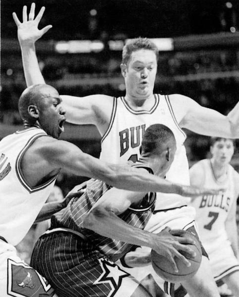 Michael Jordan tries to block Anfernee Hardaway with help from Luc Longley. (Tribune file photo)