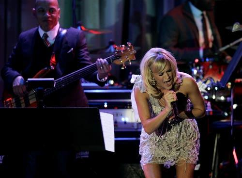 Carrie Underwood performs during the annual industry buzz event/party hosted by music-biz veteran Clive Davis.