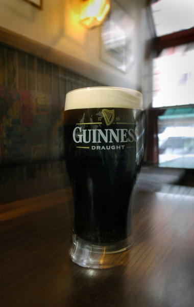 "f you're looking for a traditional Irish drinking establishment, <a href=""http://findlocal.courant.com/downtown-hartford/bars-and-clubs/irish-bar/vaughans-public-house-hartford-bar"">Vaughan's</a> is it.  Get a burger and a Guinness for $10 Sunday through Thursday, and happy hour, with half-priced drafts, is Monday through Friday from 3 to 6."