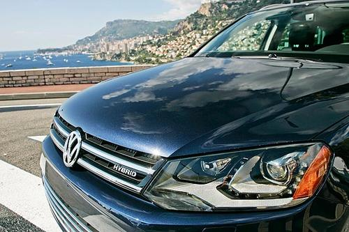 Volkswagen recently put on sale the second generation of its mid-size sport utility vehicle, the 2011 Touareg. Sitting at the top of the Touareg line (named after a nomadic tribe in Northern Africa) is the $61,385 Hybrid, a vehicle that is eminently capable and well-executed.