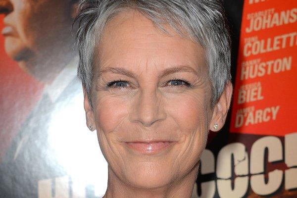 "Jamie Lee Curtis has ripped the Oscar broadcast and Seth MacFarlane's hosting job, saying she was ""offended."""