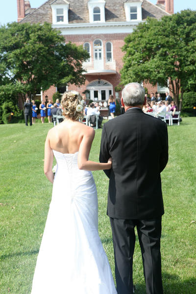 The father of the bride gets a walk down the aisle, but how can you honor the mother?