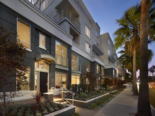 AKA Beverly Hills has 88 furnished one- and two-bedroom suites ranging from 850 to 1,810 square feet.