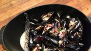 Mussels with bacon, apple and shallot