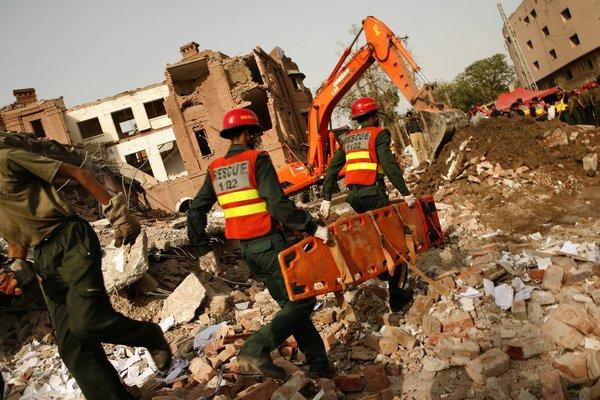 Rescuers look for victims of a suicide bombing in Lahore, Pakistan, in 2009. Authorities say a man from Portland, Ore., provided support to one of the three bombers.