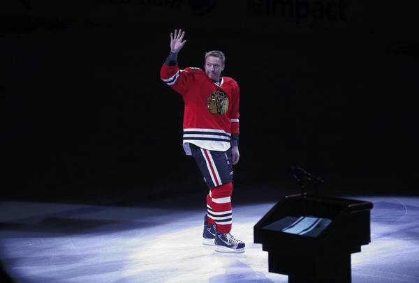 Marian Hossa is honored for his 1,000th NHL game.