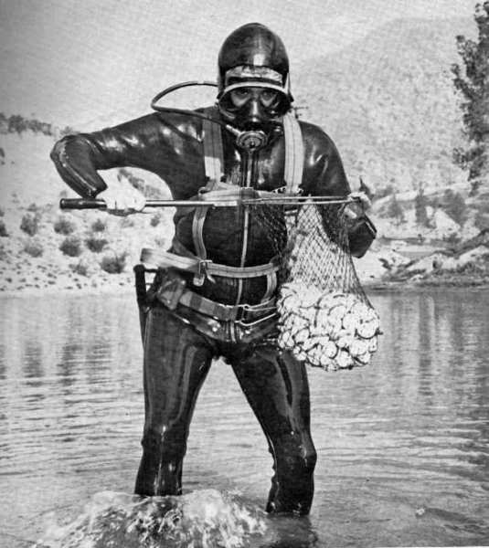 ARCHIVE PHOTO: Local resident Jack Longpre donned scuba gear to retrieve golf balls from the water hazard at the La Cañada Country Club in March 1963.