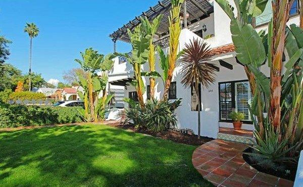 Shakespears Sister founder Siobhan Fahey has purchased a duplex in West Hollywood.