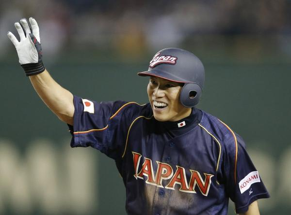 Hirokazu Ibata acknowledges the crowd's cheers after hitting a game-tying RBI single in the ninth inning of Japan's 4-3, 10-inning victory over Chinese Taipei on Friday in the World Baseball Classic.