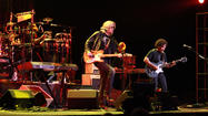 Hall and Oates play Hard Rock
