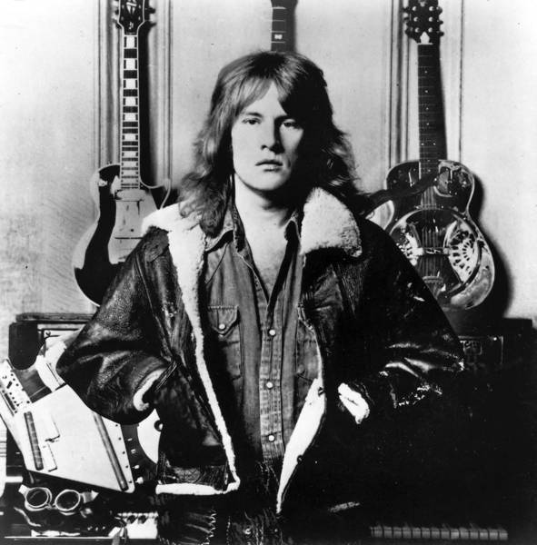 "At the Woodstock music festival in 1969, the British blues-rock band Ten Years After burst onto the U.S. music scene with a searing rendition of ""I'm Going Home"" featuring the fleet-fingered Alvin Lee  on guitar. Lee was 68.