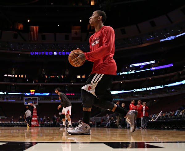 Derrick Rose warms up before his Chicago Bulls face the Utah Jazz on Friday, March 8, 2013 at the United Center. (Brian Cassella/Chicago Tribune)  B582721217Z.1  ....OUTSIDE TRIBUNE CO.- NO MAGS,  NO SALES, NO INTERNET, NO TV, CHICAGO OUT, NO DIGITAL MANIPULATION...