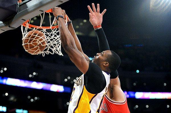 Lakers center Dwight Howard throws down a dunk against the Chicago Bulls at Staples Center.