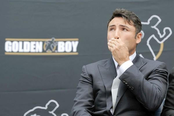 "A California rehab facility is treating <a href=""http://latimesblogs.latimes.com/gossip/2011/05/oscar-de-la-hoya-rehab-boxing-golden-boy.html"">Oscar De La Hoya</a>, but his fans are providing some much needed support too. When news spread that the former boxer was entering treatment, the love started to pour in, and De La Hoya didn't miss a beat on  <a href=""http://twitter.com/#!/OscarDeLaHoya"">Twitter</a>."