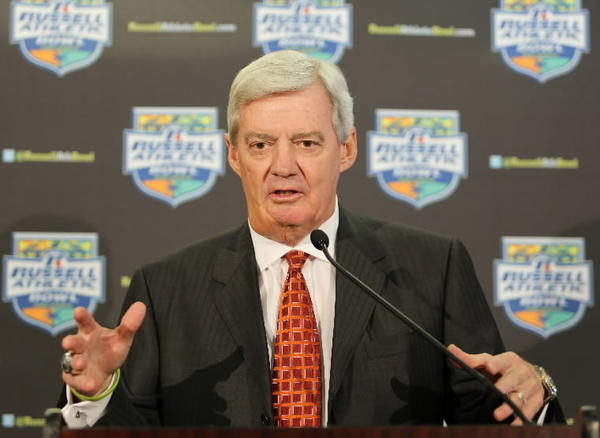 Virginia Tech coach Frank Beamer steals the show during the Hokies version of the Harlem Shake.