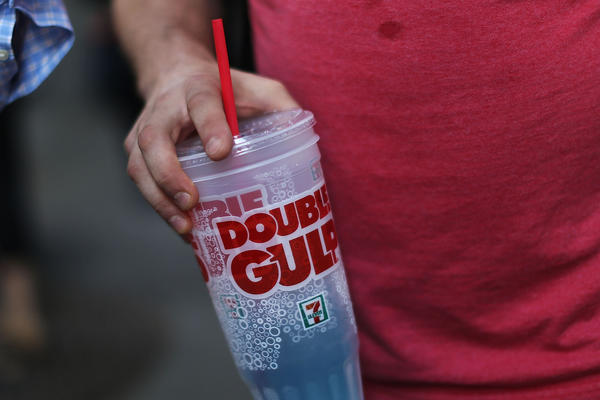 A state judge has blocked New York Mayor Michael Bloomberg's drive to ban the sale of some large sugary beverages.
