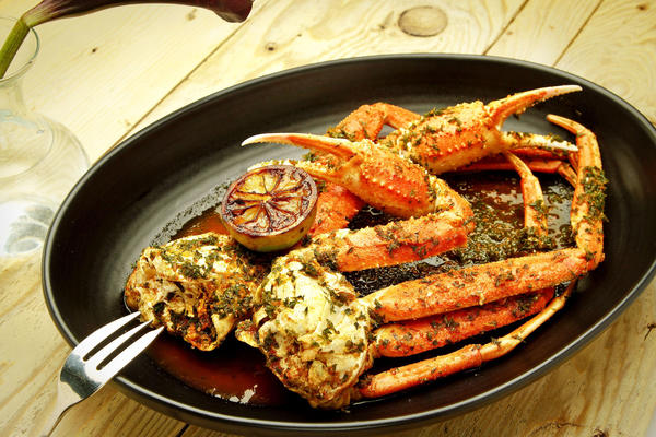 Steamed%20snow%20crab%2C%20chermoula%20spice%20and%20charred%20lime.%20%28Ricardo%20DeAratanha%20/%20Los%20Angeles%20Times%29