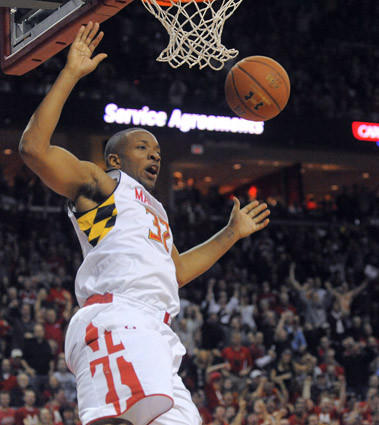 Dez Wells scores against Duke in the second half.