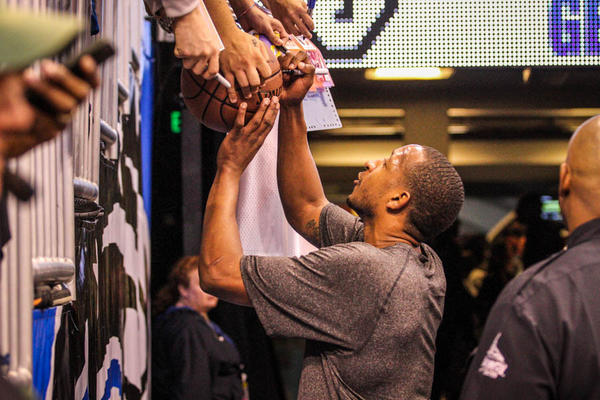 Lakers guard Chris Duhon (21), a former Magic player, signs autographs for fans before the start of a game between the Orlando Magic and the Los Angeles Lakers at Amway Center in Orlando, Fla. on Tuesday, March 12, 2013. (Joshua C. Cruey/Orlando Sentinel)