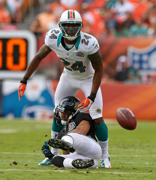 Dolphins cornerback Sean Smith will likely receive a multi-year contract that pays him more than $6 million a season.
