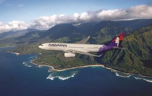 Hawaiian Airlines flew an inaugural flight between Honolulu and Auckland on Wednesday.