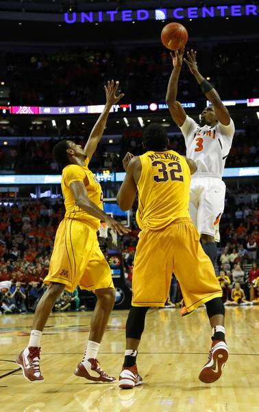 Brandon Paul (3) makes the winning shot over Minnesota defenders Trevor Mbakwe (32) and Austin Hollins (20).