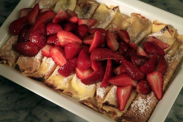 Quark crepes with fresh berries.