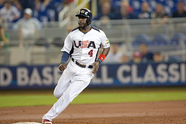 Brandon Phillips reaches 2nd on Ryan Braun's line drive single to left fielder Eddie Rosario in bottom of second inning