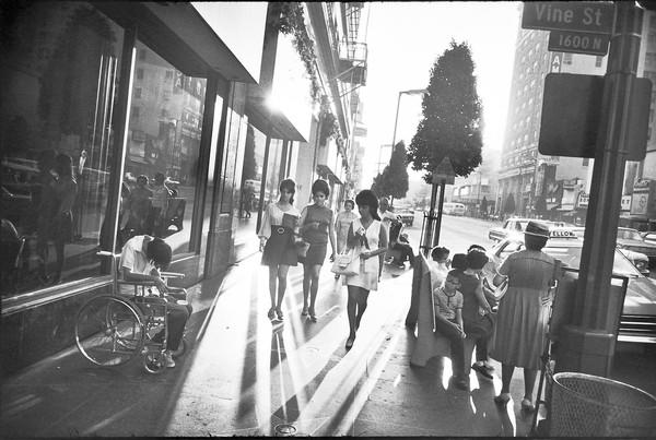 Garry Winogrand, Los Angeles, 1969; gelatin silver print