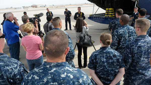 """Fat Albert"" Gunnery Sgt. Micah Bachtold gives instructions to media before Friday¿s ride at the El Centro Naval Air Facility."