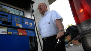 Top Democrats seek votes to raise gas taxes