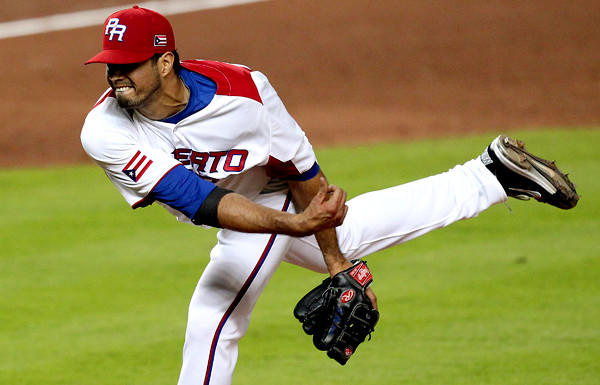 Fernando Cabrera pitches against Italy in Puerto Rico's elimination-game victory on Wednesday in Miami.