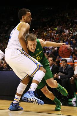 UCLA guard Kyle Anderson tries to cut off a drive by Oregon forward E.J. Singler in the second half Saturday night.