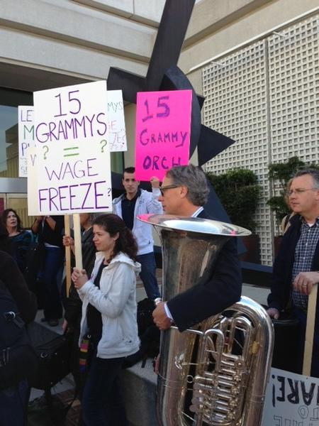 San Francisco orchestra members go on strike to protest lousy wages. Base pay is only $141,000 a year and 10 weeks of paid vacation.