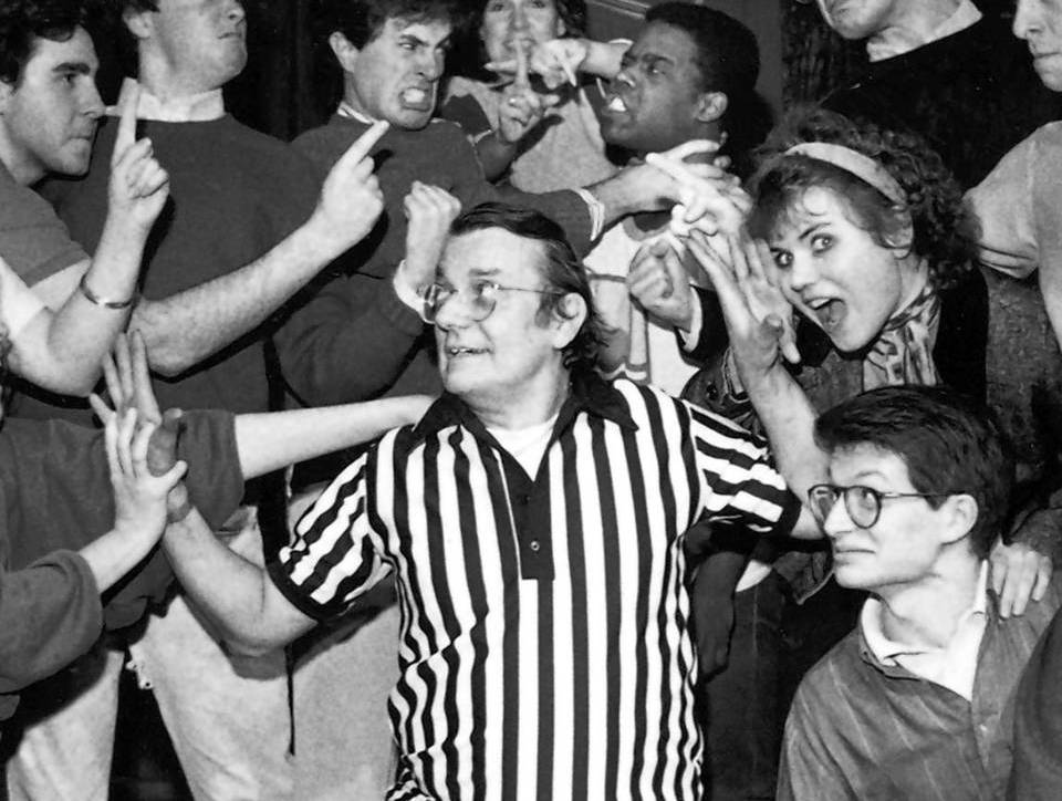 Del Close (center) referees an Improv competition between Northwestern and U. of C. at Cross Currents Cabaret in 1985.