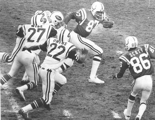 Sun archives: Baltimore Colts photos - Raymond Chester