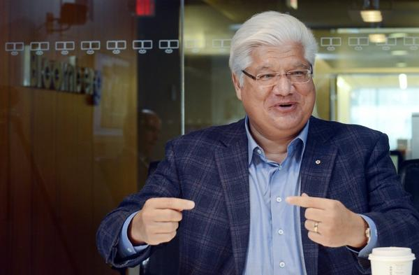 "Mike Lazaridis, former CEO of BlackBerry, is starting a fund that hopes to make the ""Star Trek"" medical tricorder device a reality."