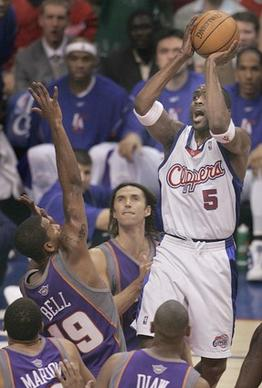 Clippers Cuttino Mobley makes this shot over Suns in game 3 of the 2nd round Western Conference NBA playoffs at Staples Center.