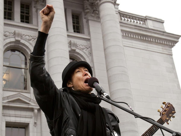 Michelle Shocked responds to anti-gay comments - latimes