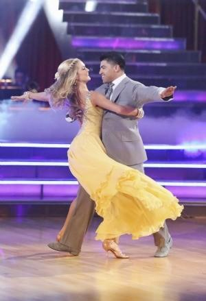 Victor Ortiz and pro partner Lindsay Arnold compete in Week 1.
