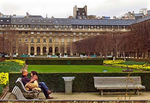 Palais-Royal in background
