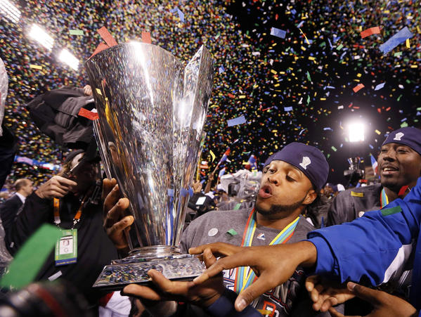 Dominican Republic catcher Carlos Santana celebrates with the trophy after his team defeated Puerto Rico to win the World Baseball Classic in San Francisco, March 19, 2013. REUTERS/Lucy Nicholson (UNITED STATES  - Tags: SPORT BASEBALL TPX IMAGES OF THE DAY)