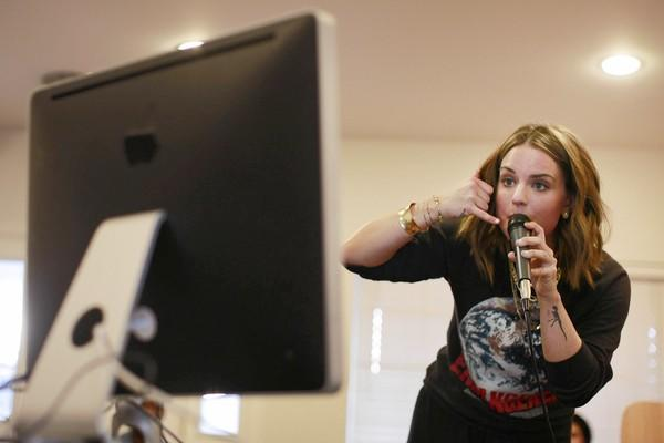 R&B recording artist JoJo performs inside a friend's Los Angeles home in front of an iMac computer, for a live broadcast on Stageit.