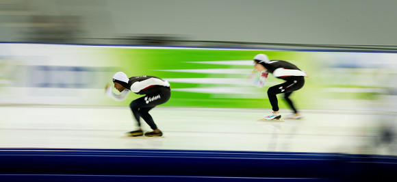 Shani Davis (l) and Brian Hansen in their Thursday race at the World Single Distance Championships in Sochi, Russia. Davis won the silver medal.