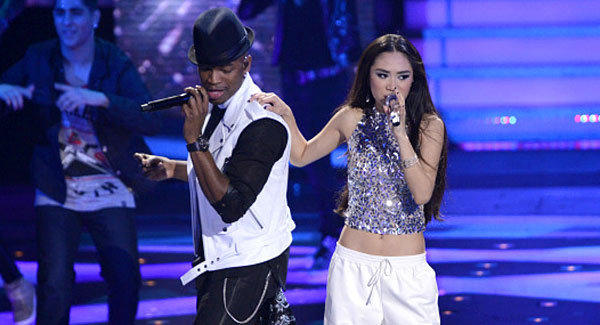 "Ne-Yo and Jessica Sanchez perform on ""American Idol."""
